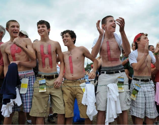 "Fans painted ""Phil"" cheering for Phil Mickelson at 2009 US Open at Bethpage Black"